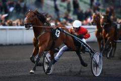Readly Express och Björn Goop vinner Prix Tenor de Baune på julafton.  Foto av Kanal 75