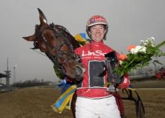 Day Or Night In och Johan Untersteiner tog hem den tredje deltävlingen av Olympiatravet. Foto av LARS JAKOBSSON