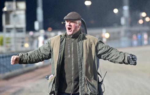 Hemmaamatören Tony Löfqvist jublade så det hördes över hela Åby när hans No Comment vann V86-lopp på onsdagen. Foto av Malin Albinsson/TR Bild